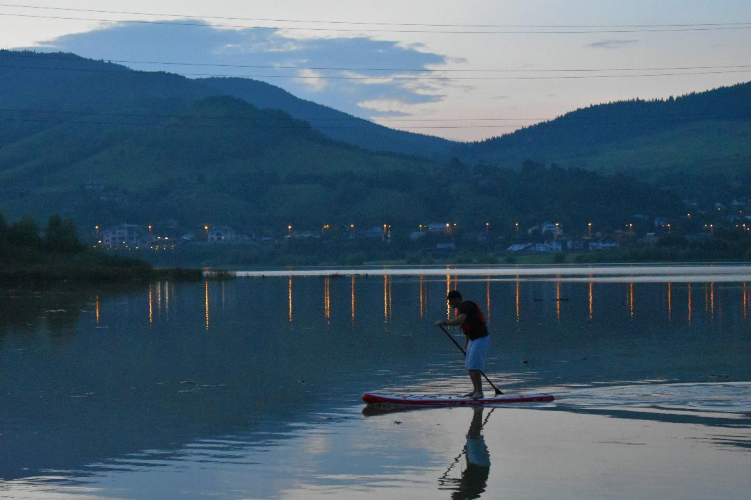 Lacul Batca Doamnei si Tarcau, destinatii de weekend/ Acel moment cand te gandesti sa renunti la rulota